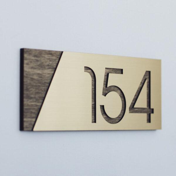 Номерок на квартиру современный дизайн