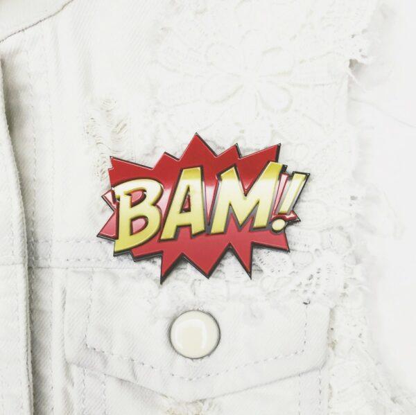 """Объемный значок из акрила """"BAM!"""" в стиле комиксов."""