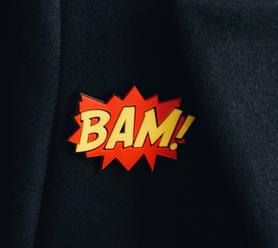 """Объемный значок из акрила """"BAM!"""" в поп-арт."""