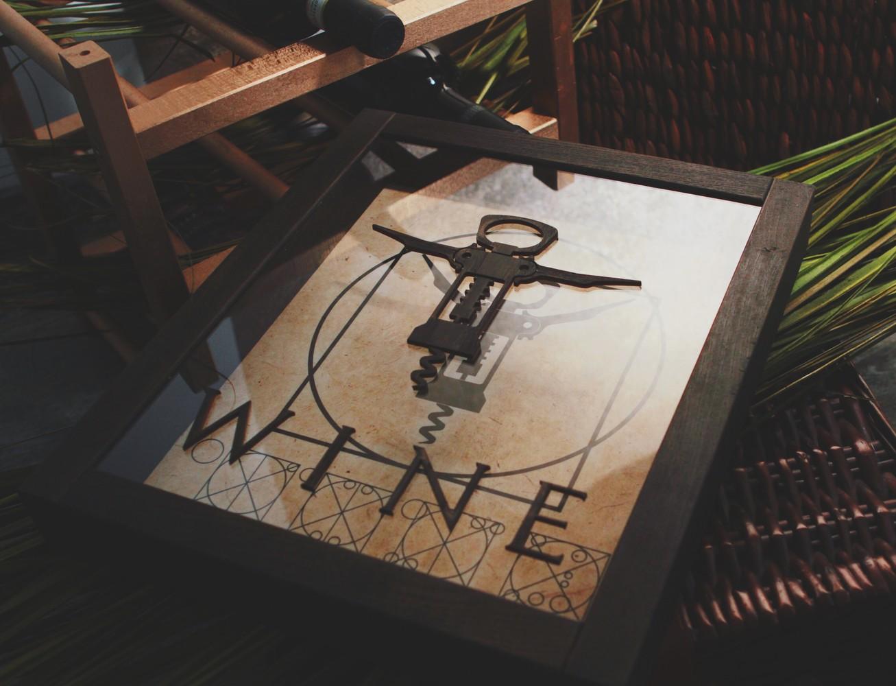 "Копилка для винных пробок из дуба ""Витрувианский штопор"""