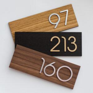 Номер на дверь квартиры из шпона, акрила и металлизированного пластика