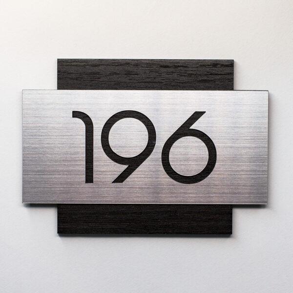 Номер на дверь гостиницы, шпон дуба и серебристый пластик