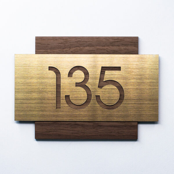 Номер на дверь, шпон американского ореха и золотой пластик